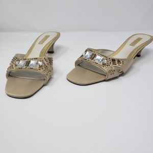 🆕Ann Marino Tan Jeweled Beaded Kitten Heels